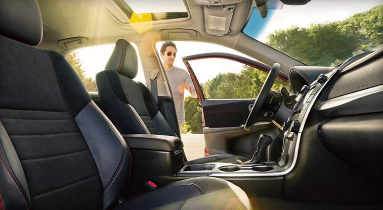 toyota-2017-features-design-camry-hybrid-interior-power-seats-l