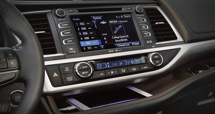 toyota-2017-highlander-features-backup-camera-l