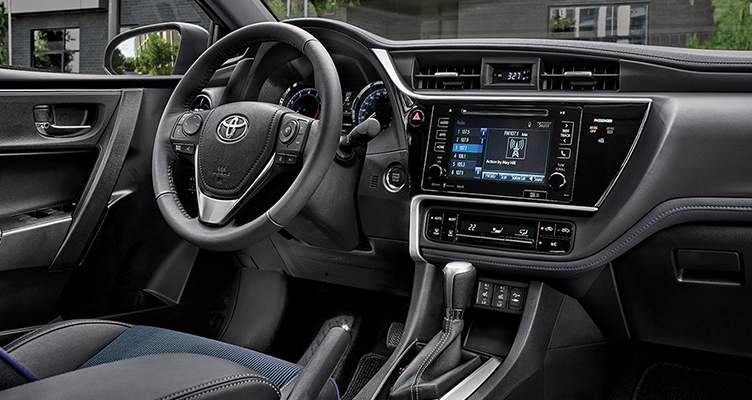 toyota-features-2017-corolla-se-xse-package-interior-l