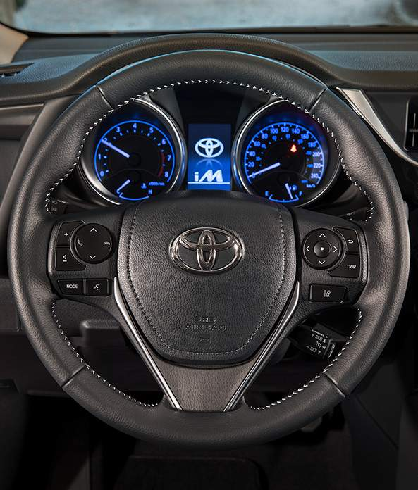 corolla-im-interior-1-steering-wheel