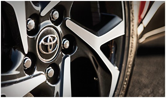 toyota-2018-c-hr-features-design-xle-premium-wheel-s