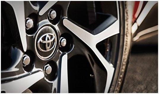 toyota-2018-c-hr-features-design-xle-premium-wheel-s