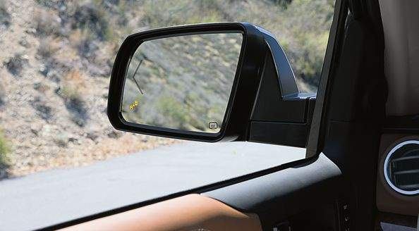 tundra-safety-blind-spot-monitor