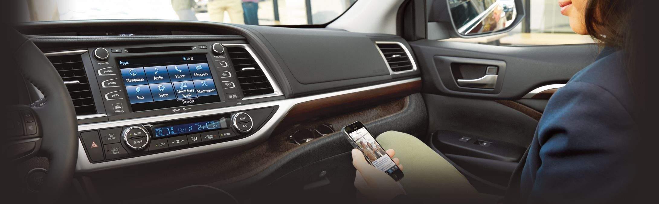 toyota-convenience-technology-2016-highlander-display-audio-l-narrow